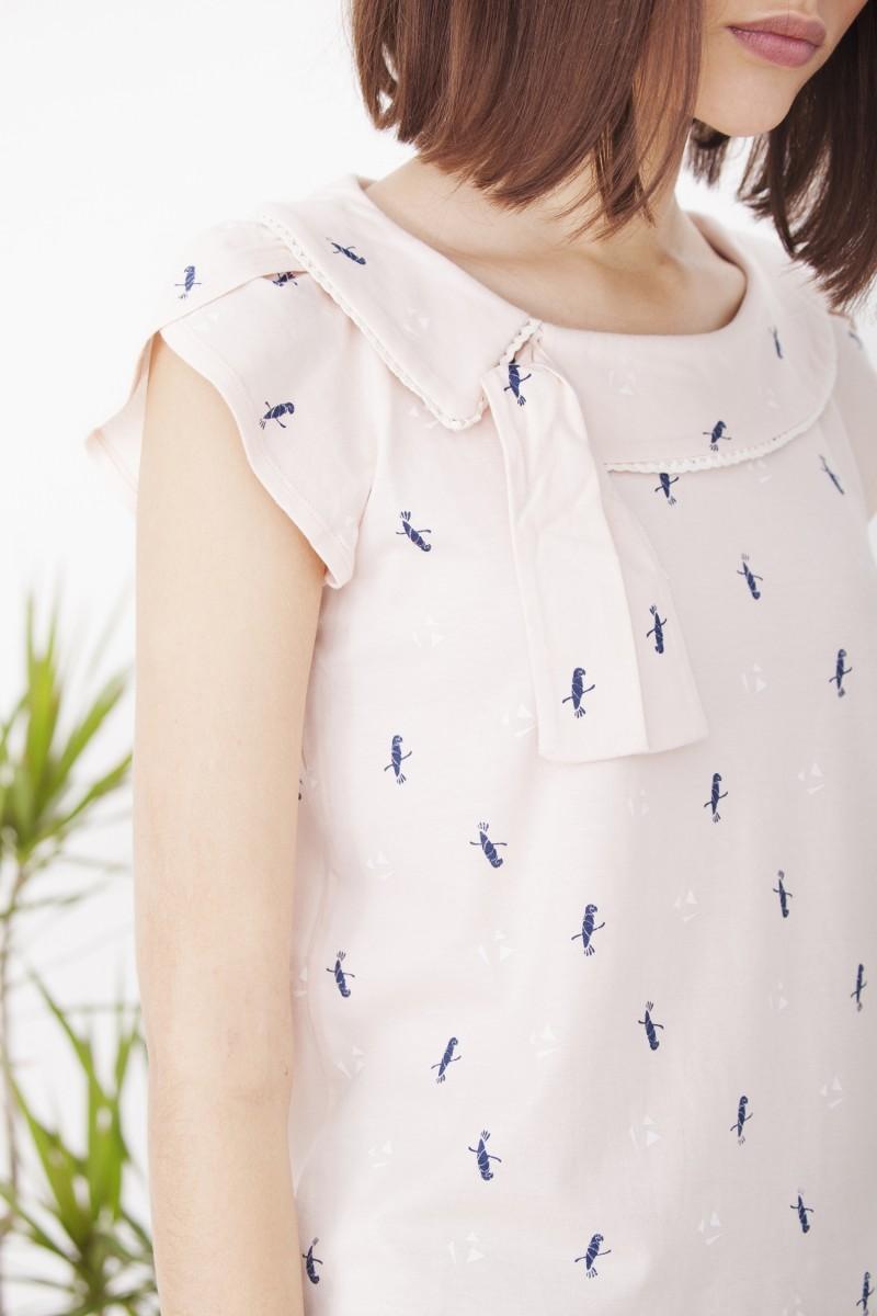 Camiseta Hipsa rosa cuello lazada