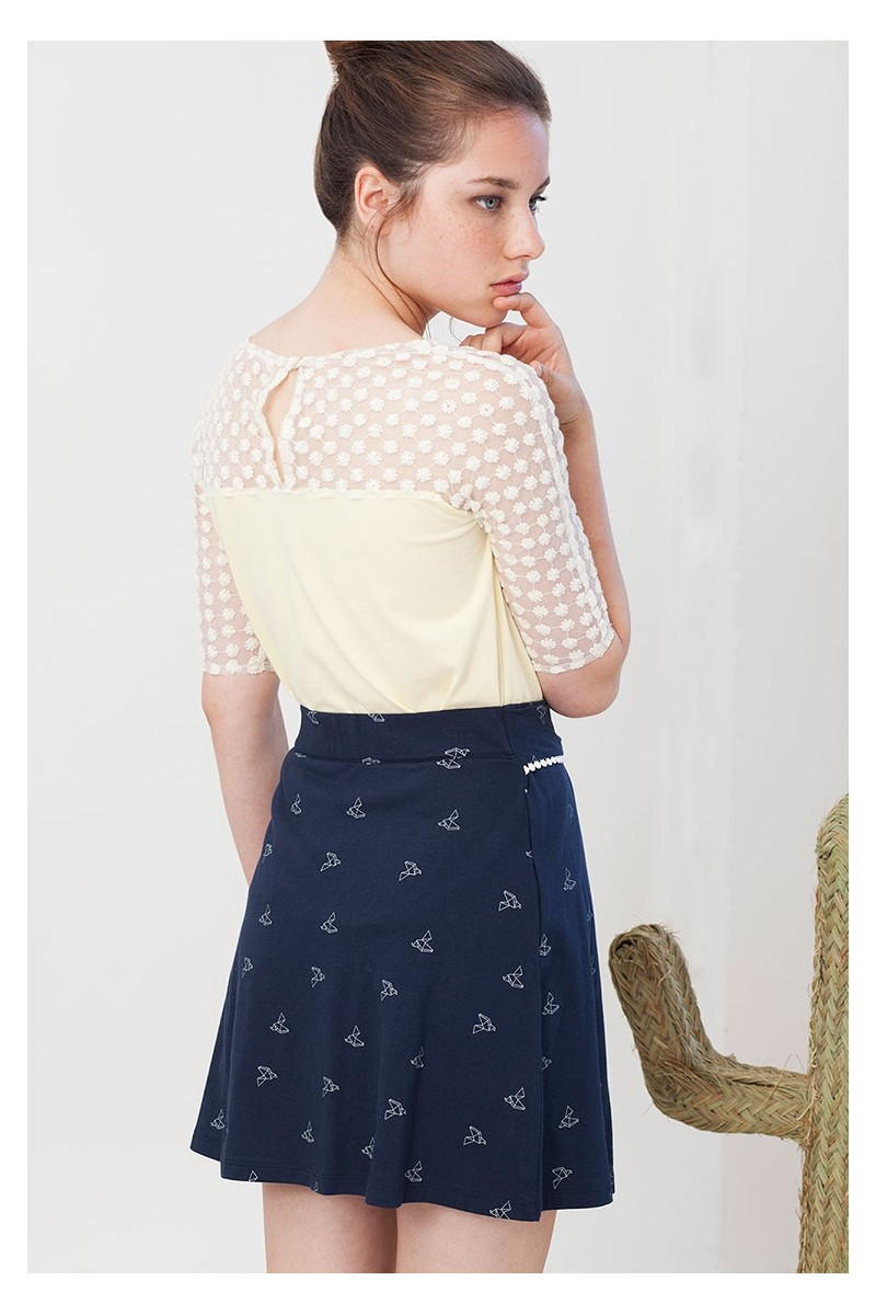 Falda lazo Ingrid azul marino con estampado de pájaros origami.
