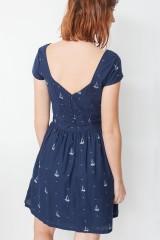 Vestido Moira de manga corta con botones traseros y estampado barcos
