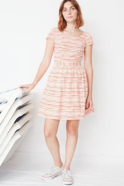 Vestido Moira de manga corta conescote en la espalda y estampado rayas marineras
