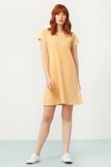 Vestido Paloma evasé amarillo estampado japonés