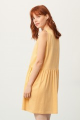 Vestido Paula escote V miel con stampado japones