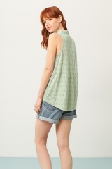 Camiseta Patty cuello camisero verde estampado abstracto