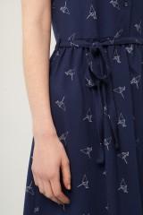Vestido Petra azul marino estampado origami con cinturón