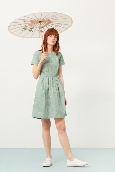 Piola short sleeve dress in green and bambu print