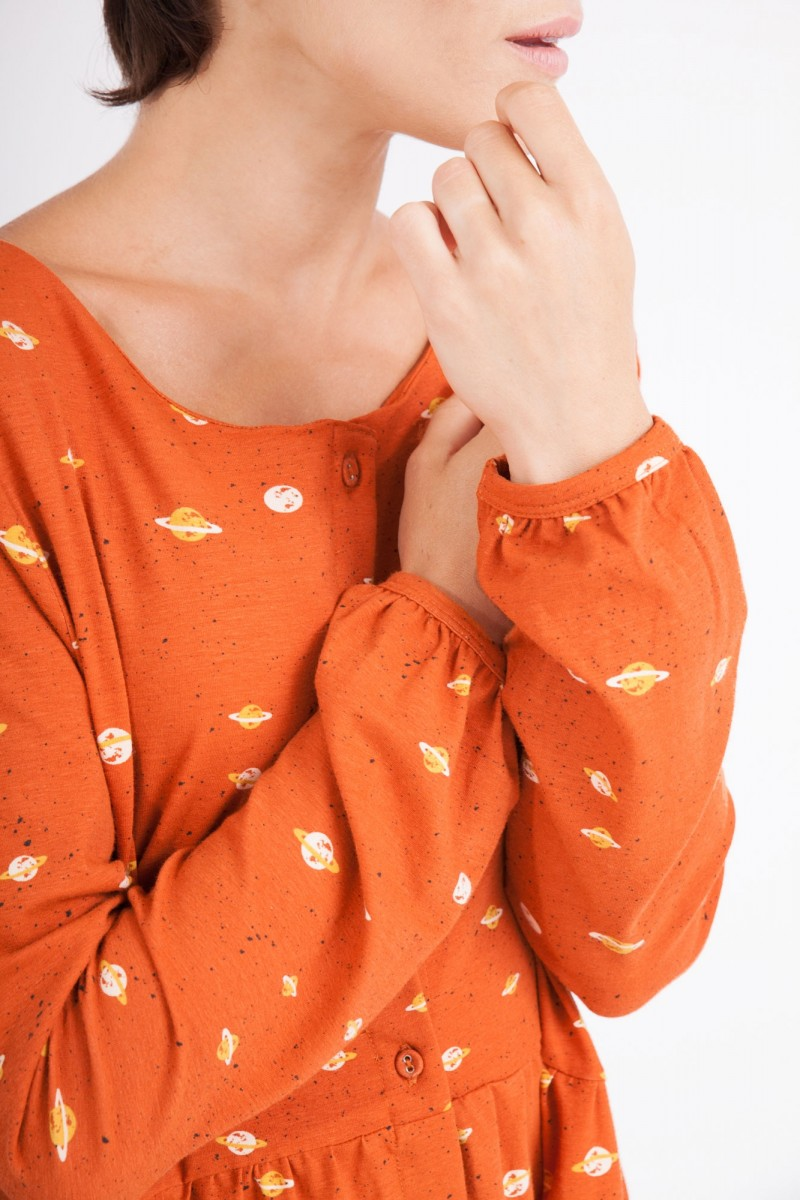 Vestido Ciel oversize cuello redondo estampado saturno.