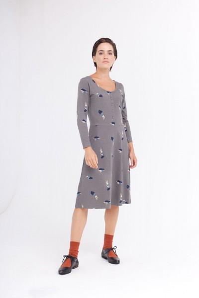 Vestido Cynthia falda midi color gris estampado bailando en el cosmos.