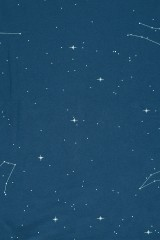 Vestido oversize azul marino con estampado constelaciones