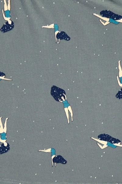 """Vestido oversize gris con estampado """"Bailando en el cosmos"""""""