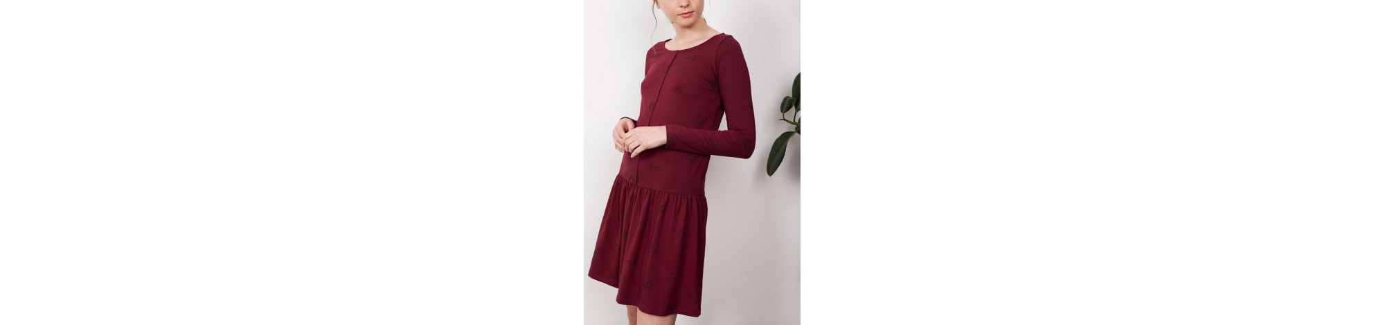 Ethical fashion brand. Winter clothing for woman 95% Fair trade organic cotton (GOTS), 5% Lycra. Designed in Barcelona.